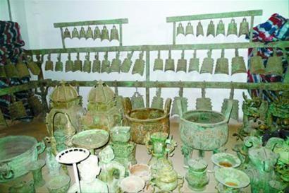 冀宝斋的地下库房藏有大型编钟等上百件青铜器
