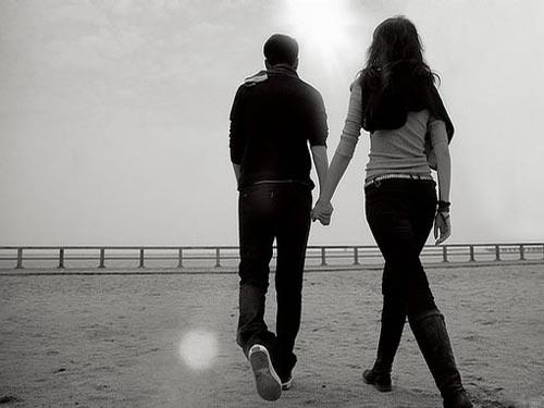 男人走路姿势 知他是否爱身边女人