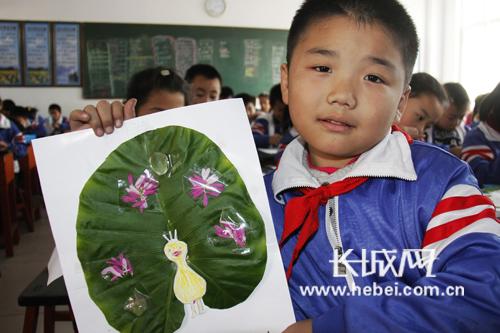 邯郸:广平小学生用树叶作画 绘画新梦想