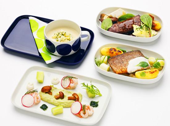 芬兰航空公司推出由芬兰顶级厨师创制的全新商务舱特别菜单 千龙网11月20日讯(实习记者 梁堃) 日前,芬兰航空公司向中国乘客推出全新商务舱特别菜单。飞机上的餐饮是带给乘客独特、个性化旅行体验的重要组成部分。芬兰航空顾客服务高级副总裁Anssi Komulainen 表示。 商务舱乘客即日起便可享用到由Pekka Ter?