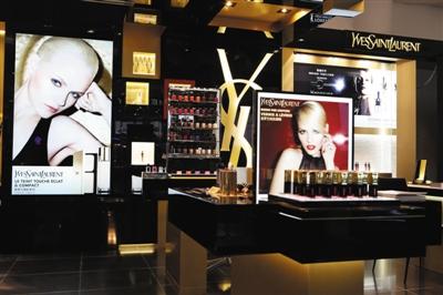 ysl圣罗兰美妆旗舰专柜在北京汉光百货隆重开业,该专柜由法国著名设计