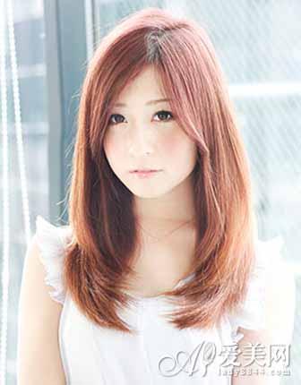 女生长直发发型 优雅大方显气质图片