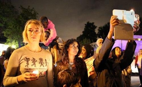 南非人民悼念曼德拉。