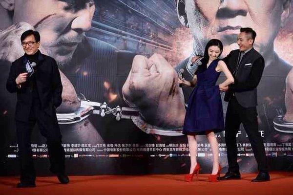 2013年12月8日,电影《警察故事2013》在京举行海报、主题曲发布仪图片