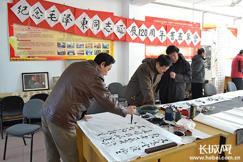 唐山荣华楼社区举办毛泽东诞辰120周年书画笔会