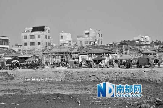 清剿行动后,在博社村的祠堂前面,集市逐步恢复。南都记者涂峰摄