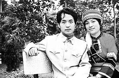 顾城与妻子谢烨 资料图-童话诗人 顾城20周年忌 北岛舒婷王安忆撰文回