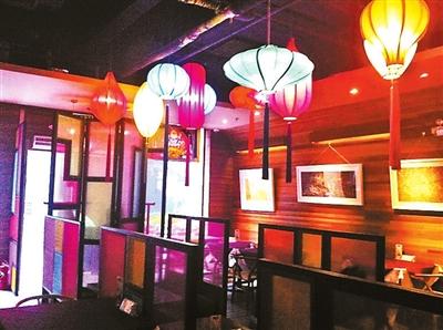 滚动新闻  蓝灏    推荐理由:蓝白色的地中海风情餐厅,每桌有相对比较