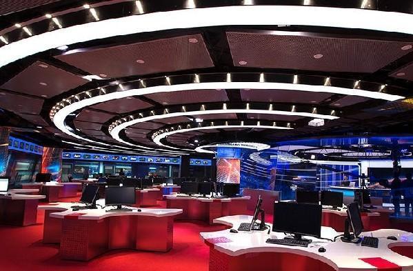 """《新闻联播》全新的演播室src=""""http://y0.ifengimg.com/cmpp/2014/02/18/03/5871036d-d4ef-4cfa-abf9-34a8ccd9bdcc.jpg"""""""