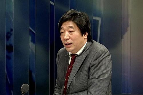 央视证券资讯频道执行总编辑兼首席新闻评论员钮文新