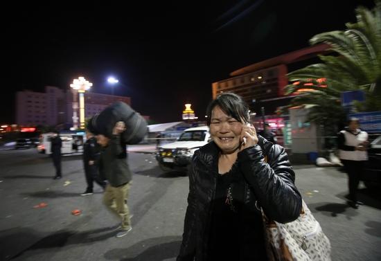 3月1日晚,云南昆明火车站发生暴力恐怖袭击事件,一名逃过一劫的旅客仍惊魂未定。