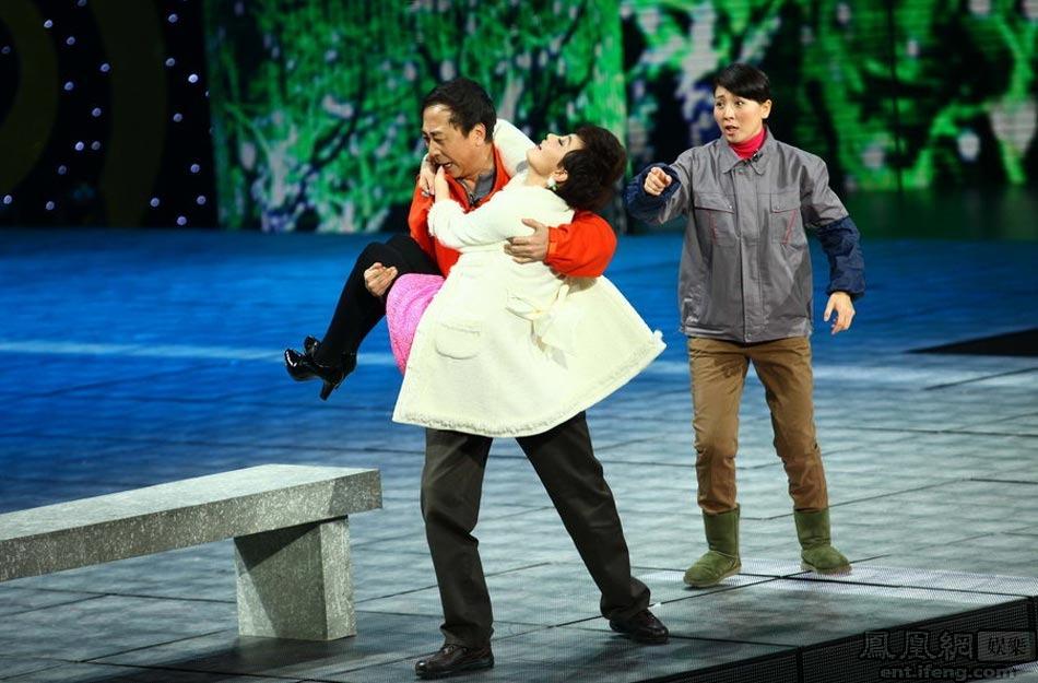 《爱的代驾》 冯巩、牛莉、阎学晶-龙年央视春节联欢晚会现场图片