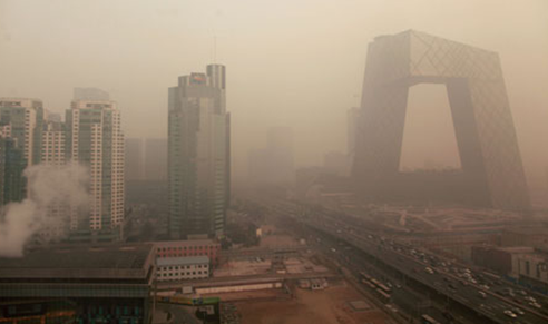 治理空气污染的方法也引起了热议,包括取缔露天烧烤,以及强制管理春节