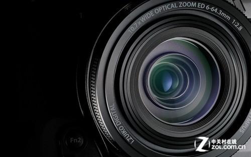 STYLUS 1采用了一枚等效焦距为28-300mm的10.7倍光学变焦镜头