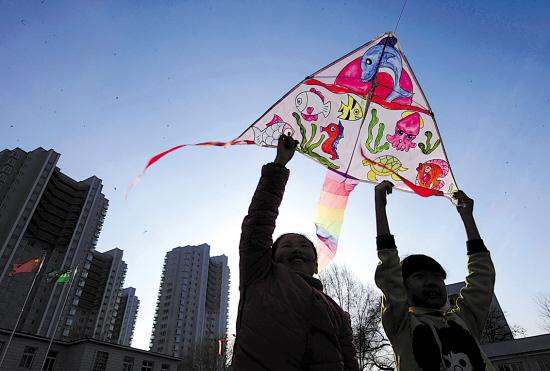 儿童手绘风筝图案三角形