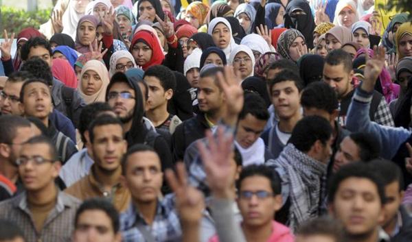 开罗大学学生高呼反对塞西竞选总统的口号。