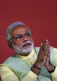 """4月7日,印度人民党总理候选人纳伦德拉·莫迪在新德里出席活动。图/新华社src=""""http://y0.ifengimg.com/cmpp/2014/04/09/02/01b4c48a-640a-45f7-828c-f3342ad10de3.jpg"""""""