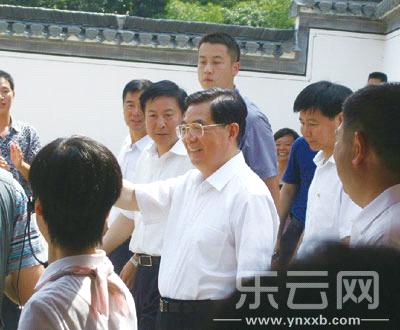 2013年9月13日上午,胡锦涛回到安徽省绩溪县龙川家乡。