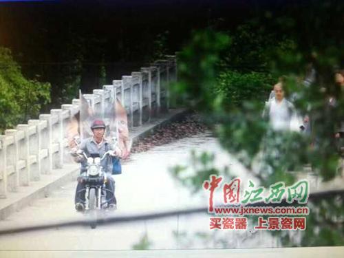 天王刘德华在靖安县宝峰镇香樟林拍摄电影《失孤》