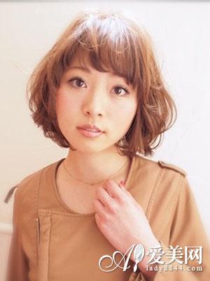 流行蓬松短发卷发发型三