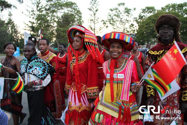来自津巴布韦高中三山合唱团,音乐合唱团,戏剧表演团队以及津巴布韦孔芜湖市中文大学图片