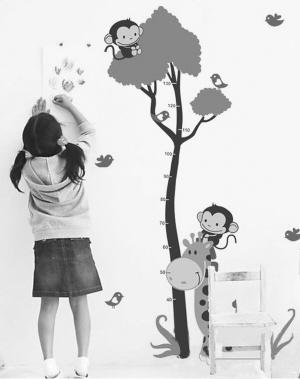 幼儿园孩子看书图片; 6.1儿童节画画作品;
