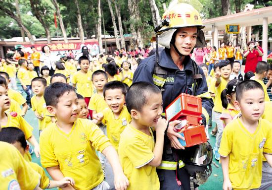 幼儿消防绘画作品标题