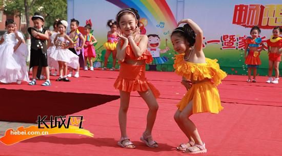 "t型台上迎""六一""|时装|幼儿园"
