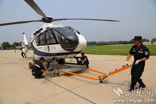 武汉警用直升机开起空中巡逻(图)|飞机|起飞_凤凰资讯