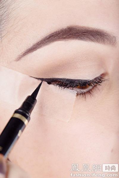眼尾眼线画法