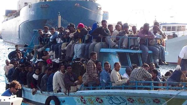非洲难民大批涌入欧洲 海难频繁发生(高清组图)图片