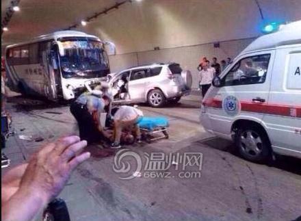 瑞安发生交通事故 一大巴车和越野车相撞多人
