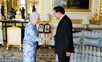李克强会见英国女王伊丽莎白二世
