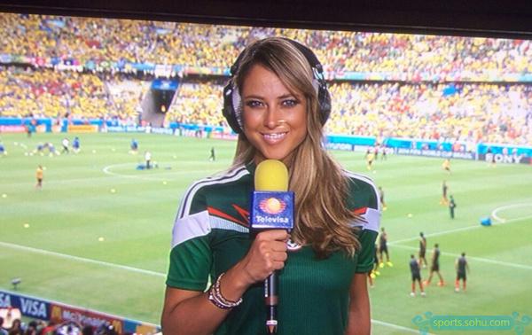 墨西哥美女主播笑容美