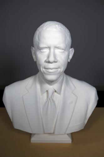 由史密森尼学会制作的奥巴马的3D打印半身像。