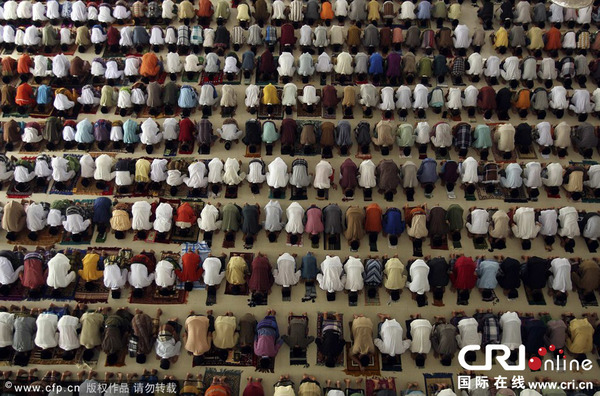 庆祝斋月到来.图片来源:CFP-世界各地穆斯林庆祝斋月到来 高清