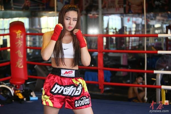 美女:郑州90后高清放屁小游戏美女拳击手以一敌四男v美女抹油图片
