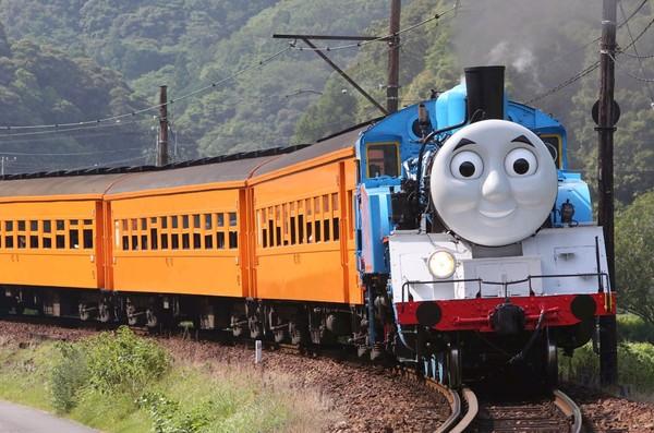 """日本开通""""托马斯号""""火车 车头为卡通造型(图)"""