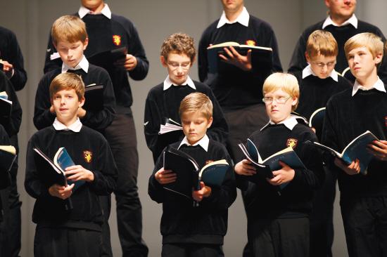 滚动新闻  原标题:8月,听天籁童声唱《橄榄树》 与维也纳男童合唱团