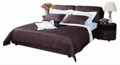 标准床架+排骨架+床垫(180cm×200cm)+床品四件套+床头柜(2个)原价1