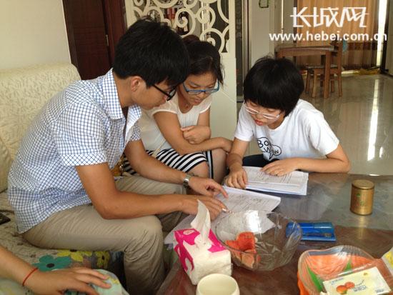 衡水十三中教师暑假深入学生家庭 家访拉近家校感情