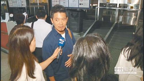 22日,柯震东爸妈从北京返台,图为柯震东父亲受访。(中天电视提供)