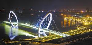 青奥步行桥:把市政工程当成雕塑来做