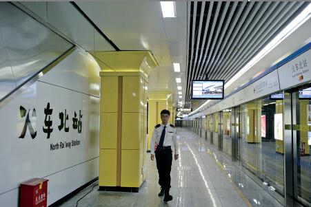 120米标准站台设施齐全。杨映波 摄