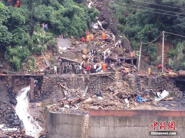 重庆云阳暴雨特大:读书照片受灾难|滑坡|救援初中生垮塌的不断图片