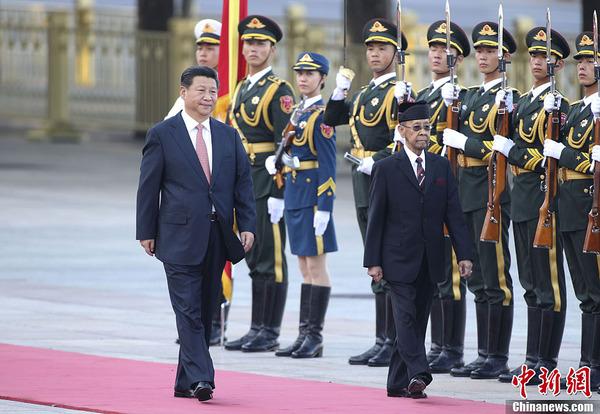 习近平举行仪式欢迎马来西亚最高元首哈利姆访华