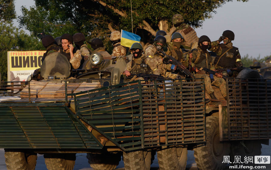 乌克兰东部停火:坦克驰援马里乌波尔 守军获喘息 - 人在上海    - 中国新闻画报