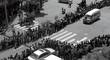 2014年8月18日,临洮县万名群众自发涌上街头,送别他们的好县长柴生芳。