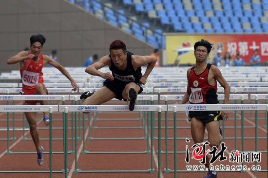 唐山选手李明赞在比赛中(河北日报、河北新闻网记者耿辉 摄)