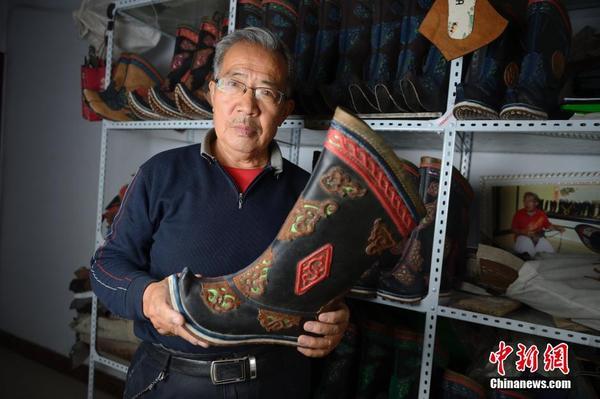 探访传统蒙古族皮靴手工制作技艺